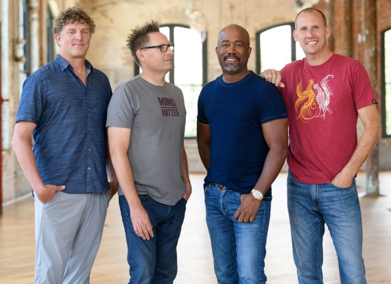 Hootie And The Blowfish, American Rock band, all together